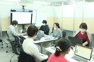 12月社員全体定例会議(オンライン併用)を行いましたの写真